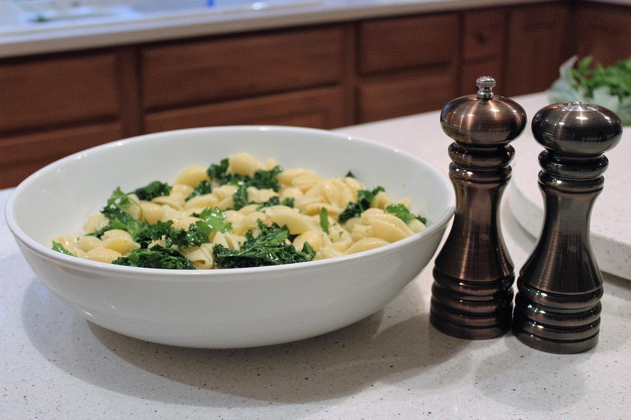 Grünkohl passt auch zu Pasta.