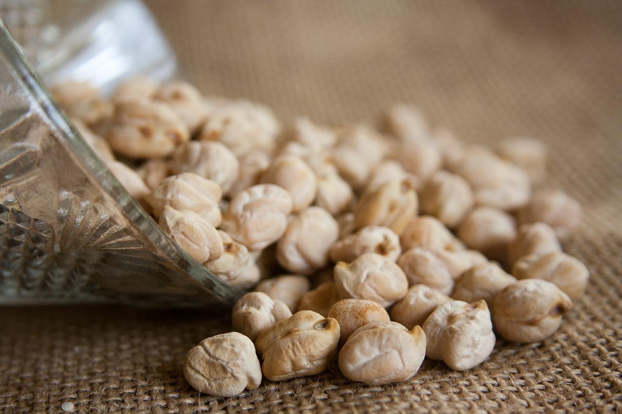 Kichererbsen sind eine natürliche Quelle für Eiweiß und Ballaststoffe.