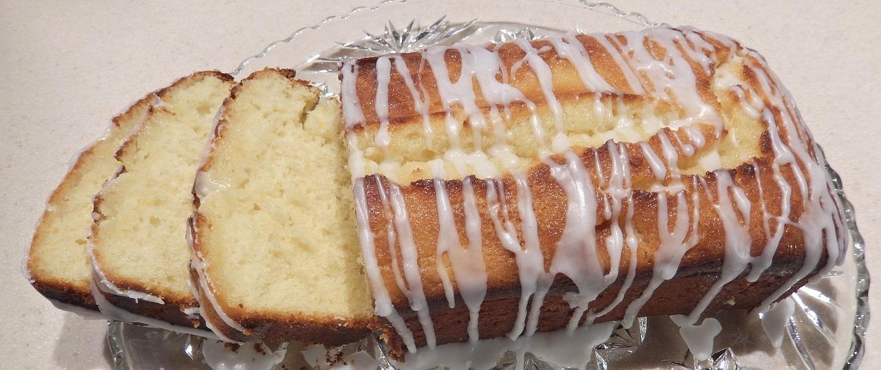 Klassische Zitronenkuchen-Variante mit hellem Mehl.