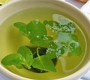 Melissen-Tee hilft gegen viele Beschwerden