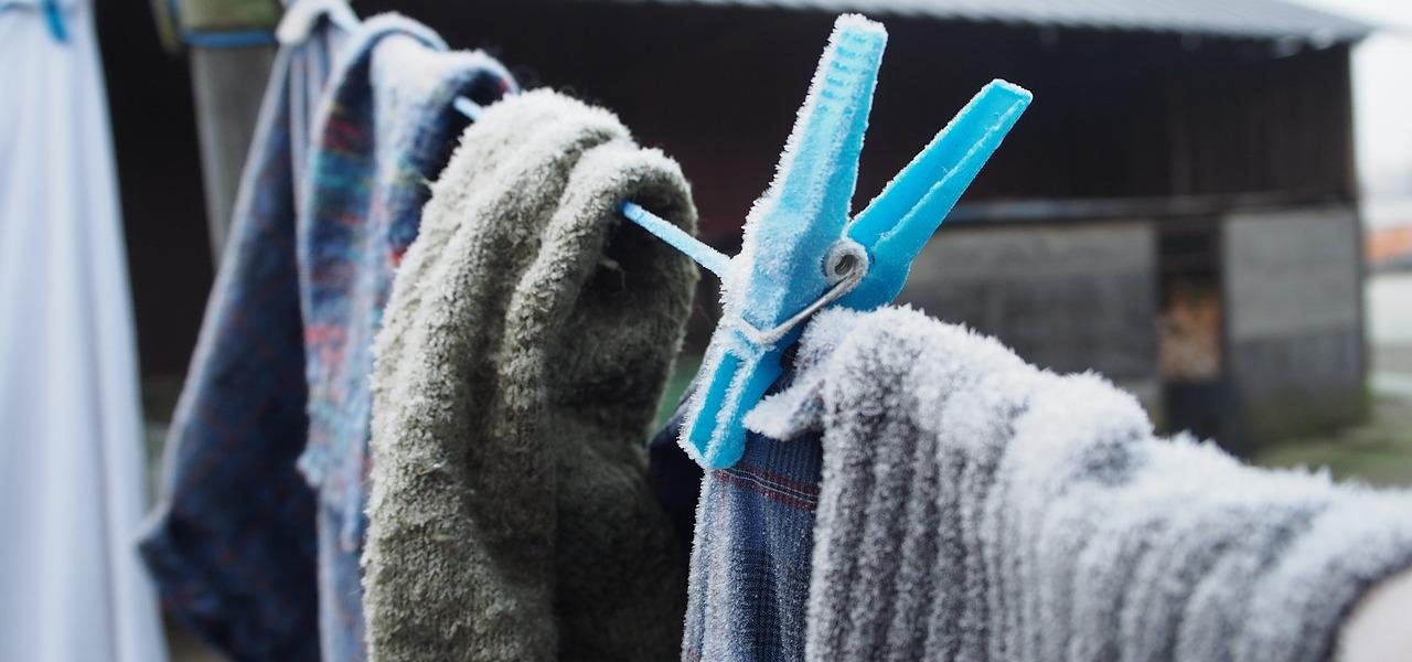 Wäsche trocknen: Darum gehört sie auch im Winter nach draußen - Utopia.de