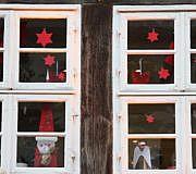Weihnachtliche Stimmung hinter den Fenstern