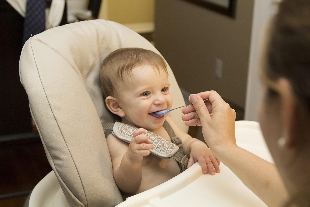 Für Säuglinge und Kleinkinder sind nitratreiche Lebensmittel besonders bedenklich und können in zu hoher Dosierung drastische Folgen haben.