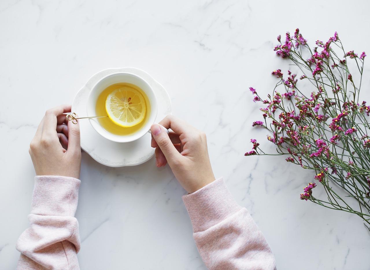 Heiße Zitrone kann ein wirklich gesundes Getränk sein - solange du es nicht zu sehr erhitzt.