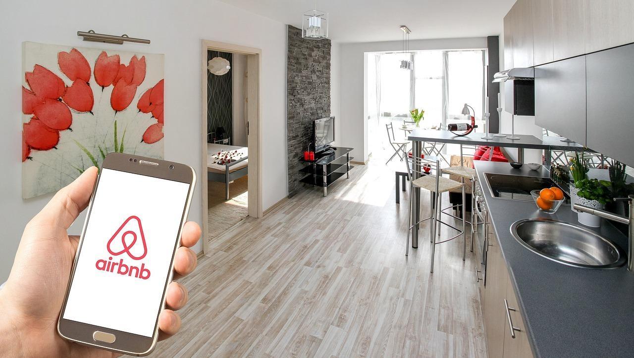Von wegen Luftmatratze: Immer häufiger werden ganze Wohnungen dauerhaft über AirBnB vermietet.
