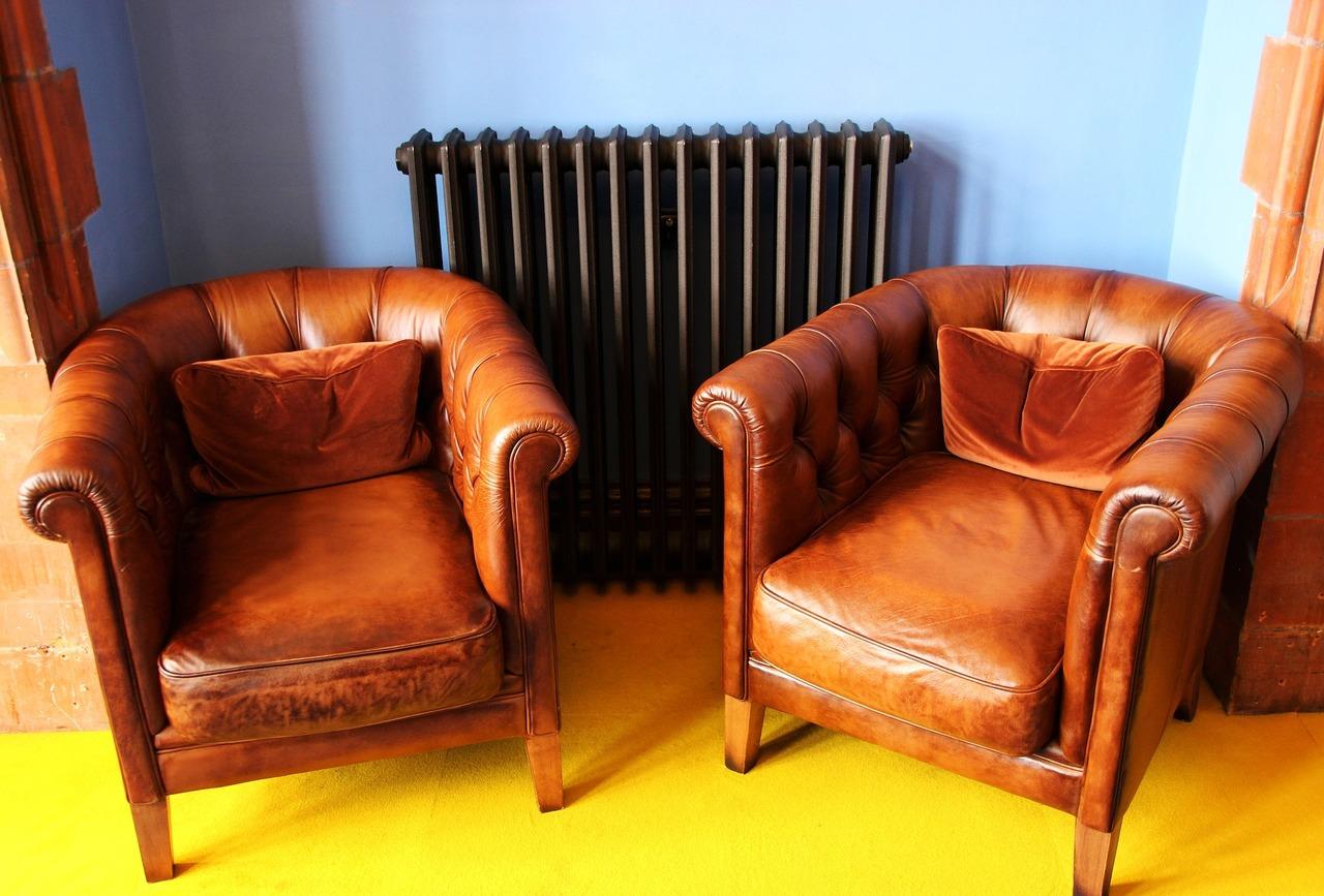 Bevor du alte Möbel kaufst, solltest du sie gründlich untersuchen.