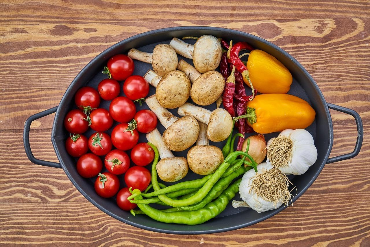 Mit einer ausgewogenen Ernährung kannst du Bauchkrämpfen vorbeugen.