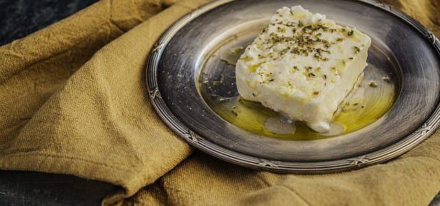 Feta mit Olivenöl