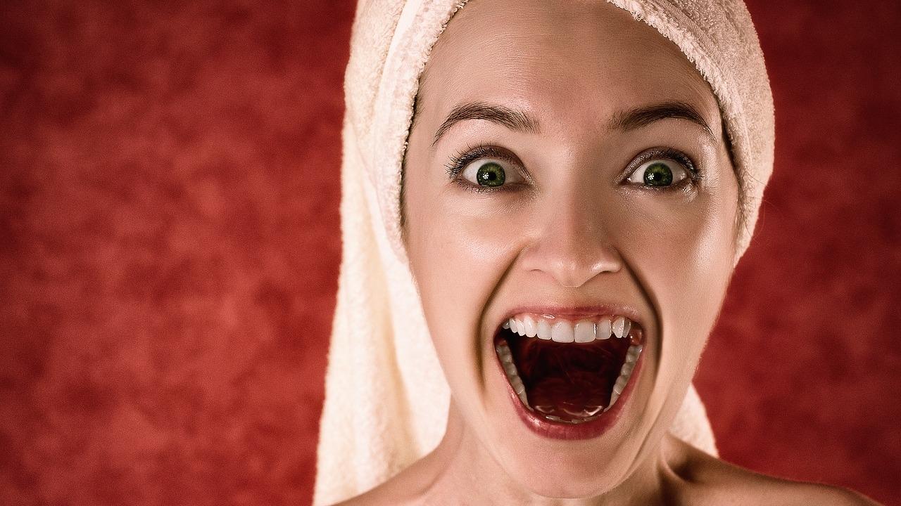 Zahnstein selbst entfernen: Methoden und mögliche Risiken