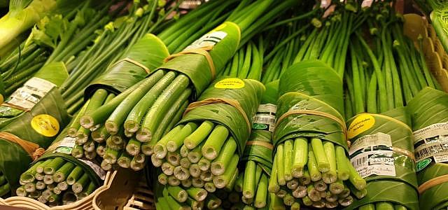 Supermarkt Thailand Bananenblaetter statt Plastik