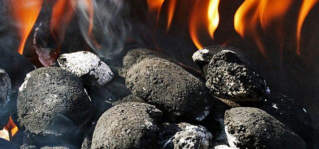 Holzkohle grillen