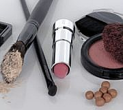 Make-Up-Flecken entfernen