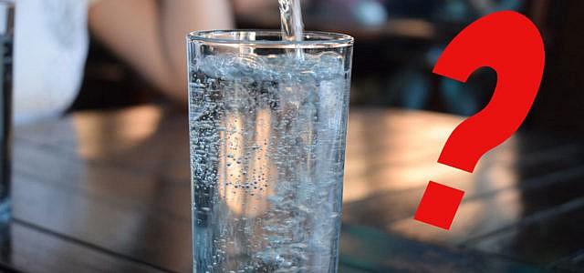 Sprudelwasser, Wasser mit Kohlensäure, Mineralwasser, gesund, ungesund