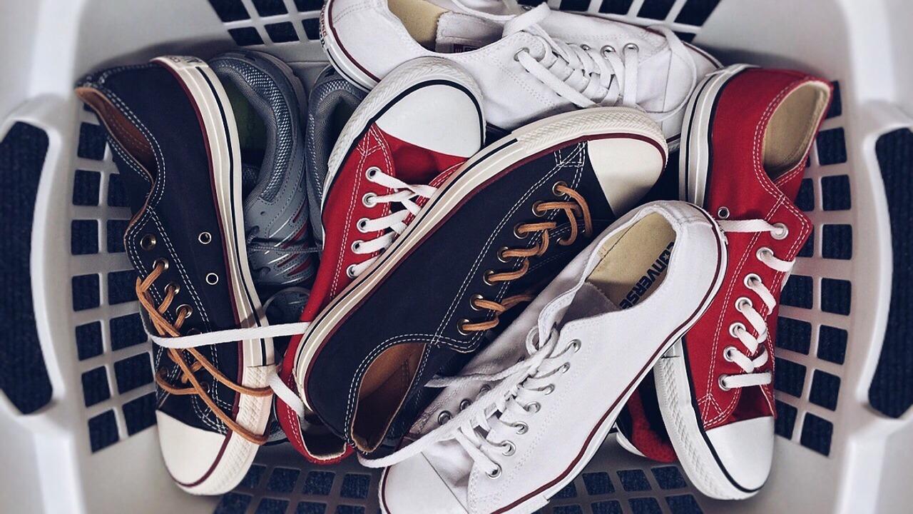 So wäschst du deine Schuhe richtig in der Waschmaschine