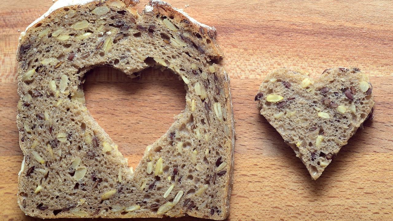 Vollkornbrot selber backen Rezept für saftiges Brot