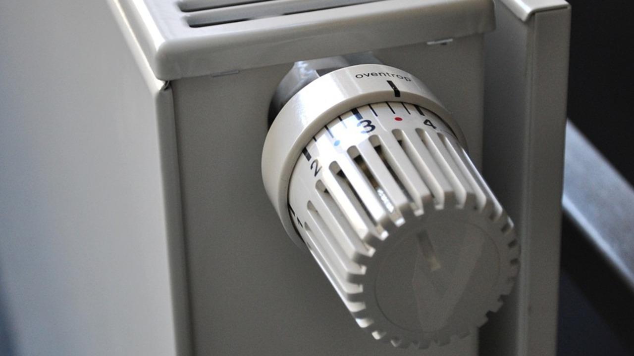 Heizkörper-Thermostat einstellen: Das bedeuten die Zahlen ...