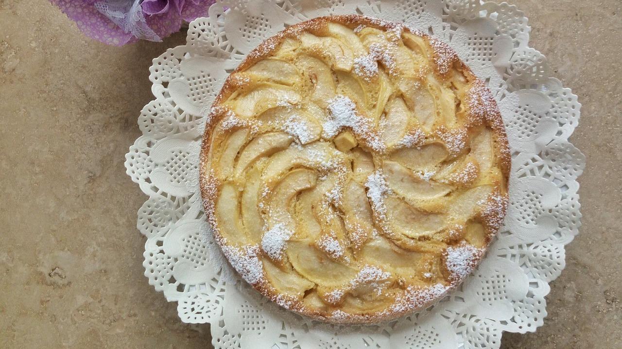 Versunkener Apfelkuchen: Ein einfacher Rührteig mit Äpfeln
