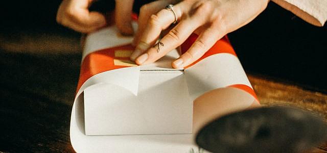 Diagonal-Trick Geschenke einpacken