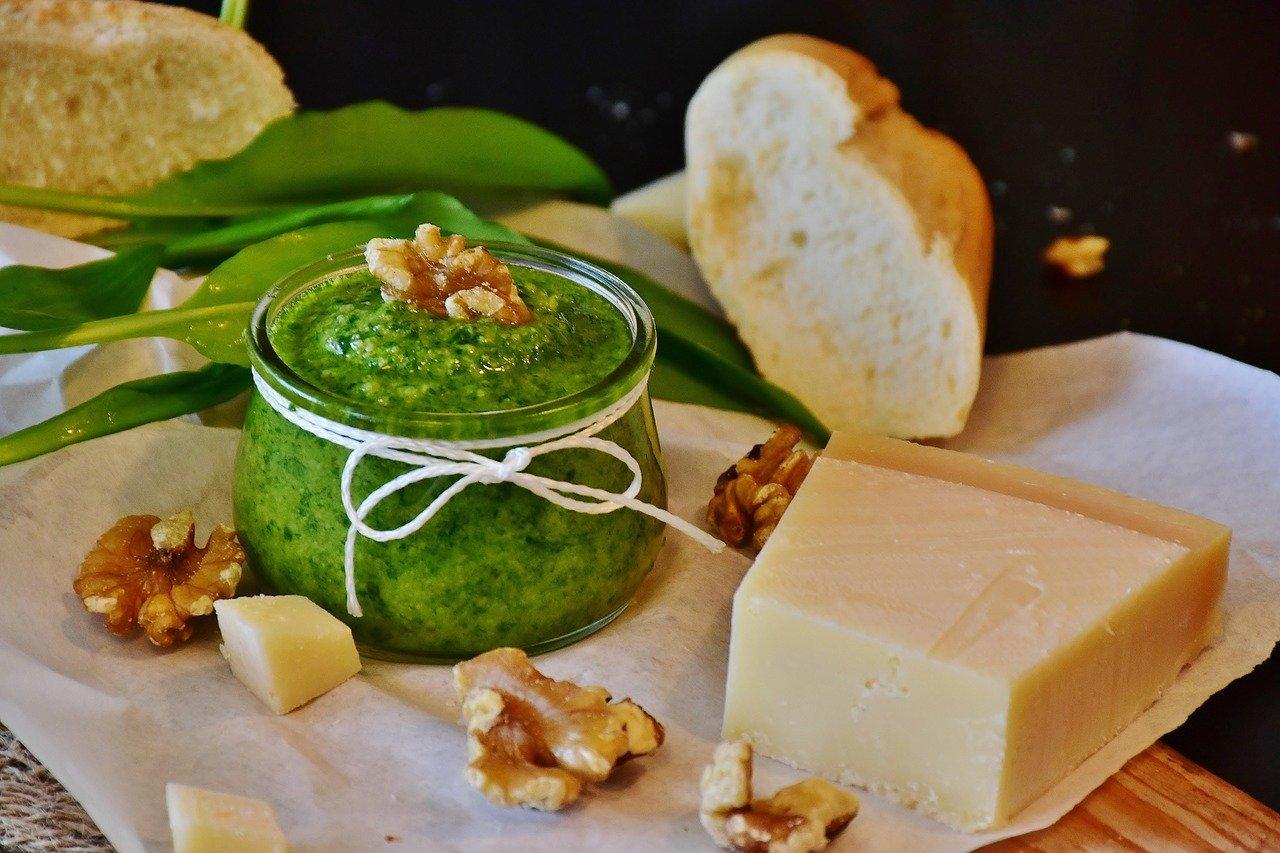 Wirf Möhrengrün nicht weg So machst du leckeres Pesto daraus