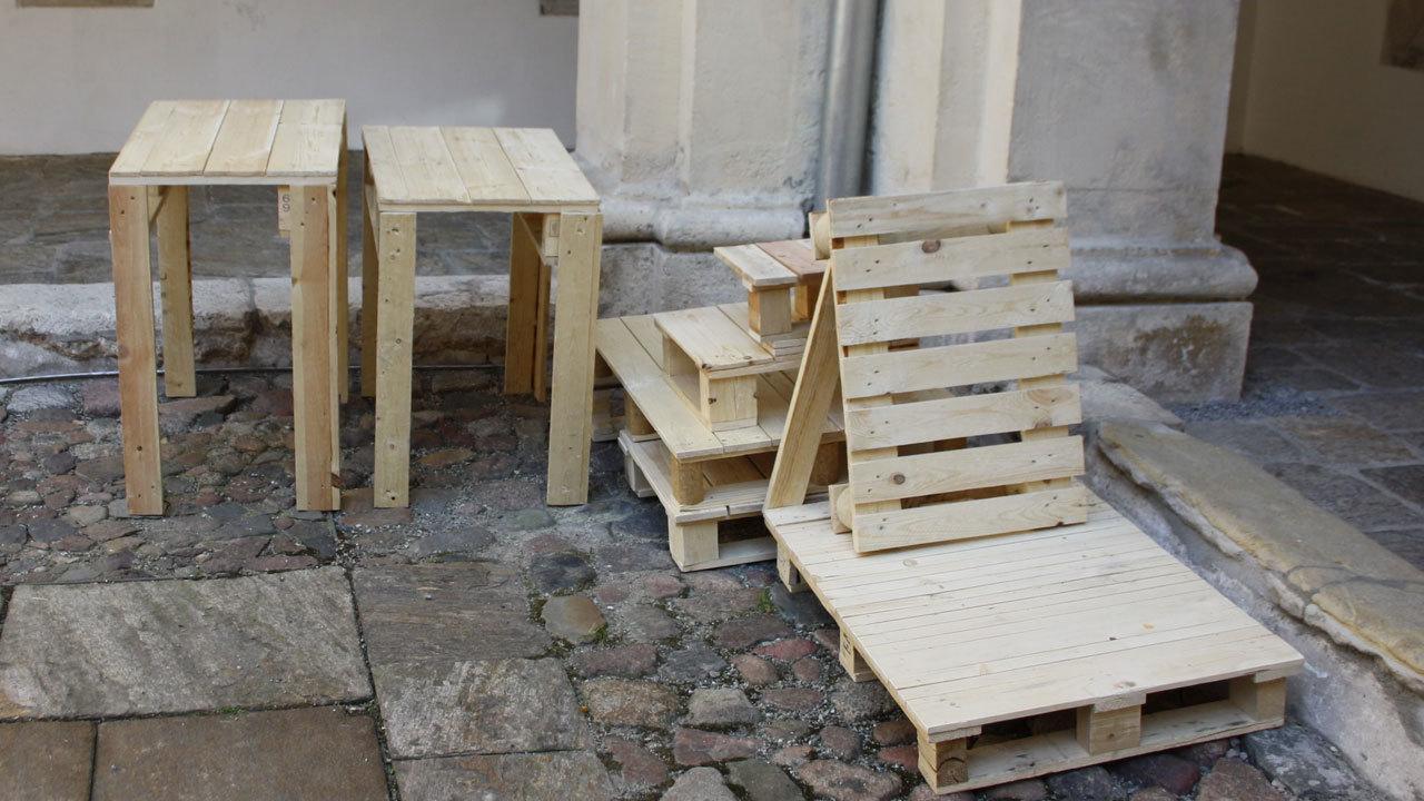 Paletten Tisch bauen so geht's! Hol Dir super einfache