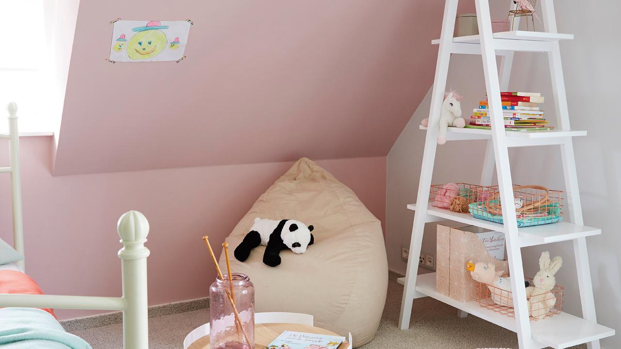 Falls Sie zu Allergien neigen, sollten Sie auch bei Heimtextilien, Spielzeug und Wohnaccessoires einen prüfenden Blick auf Gütesiegel und Inhaltsstoffe werfen.