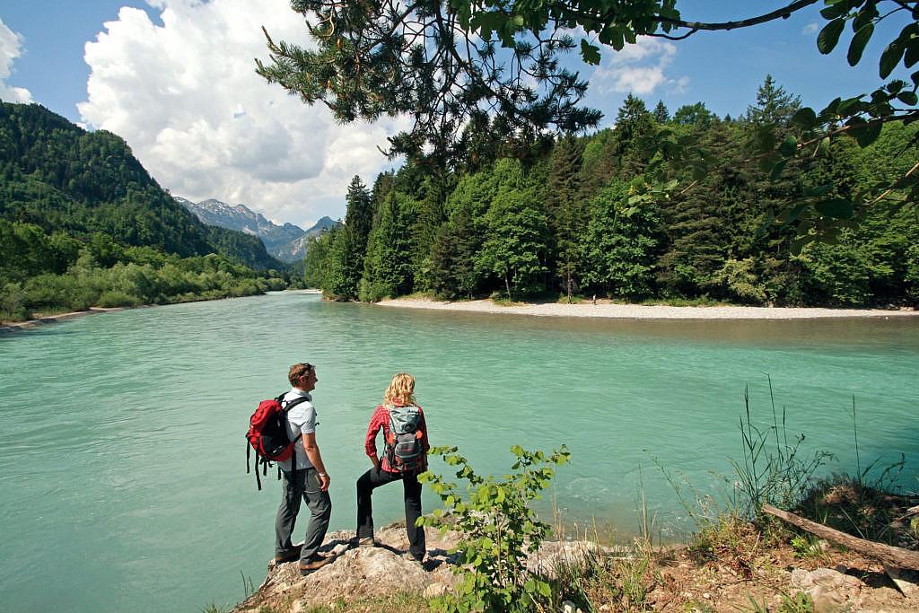 Am Ufer des Lech in Österreich