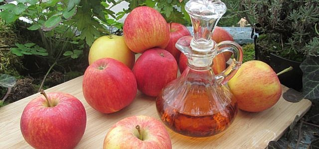 Apfelessig für Haut und Haare