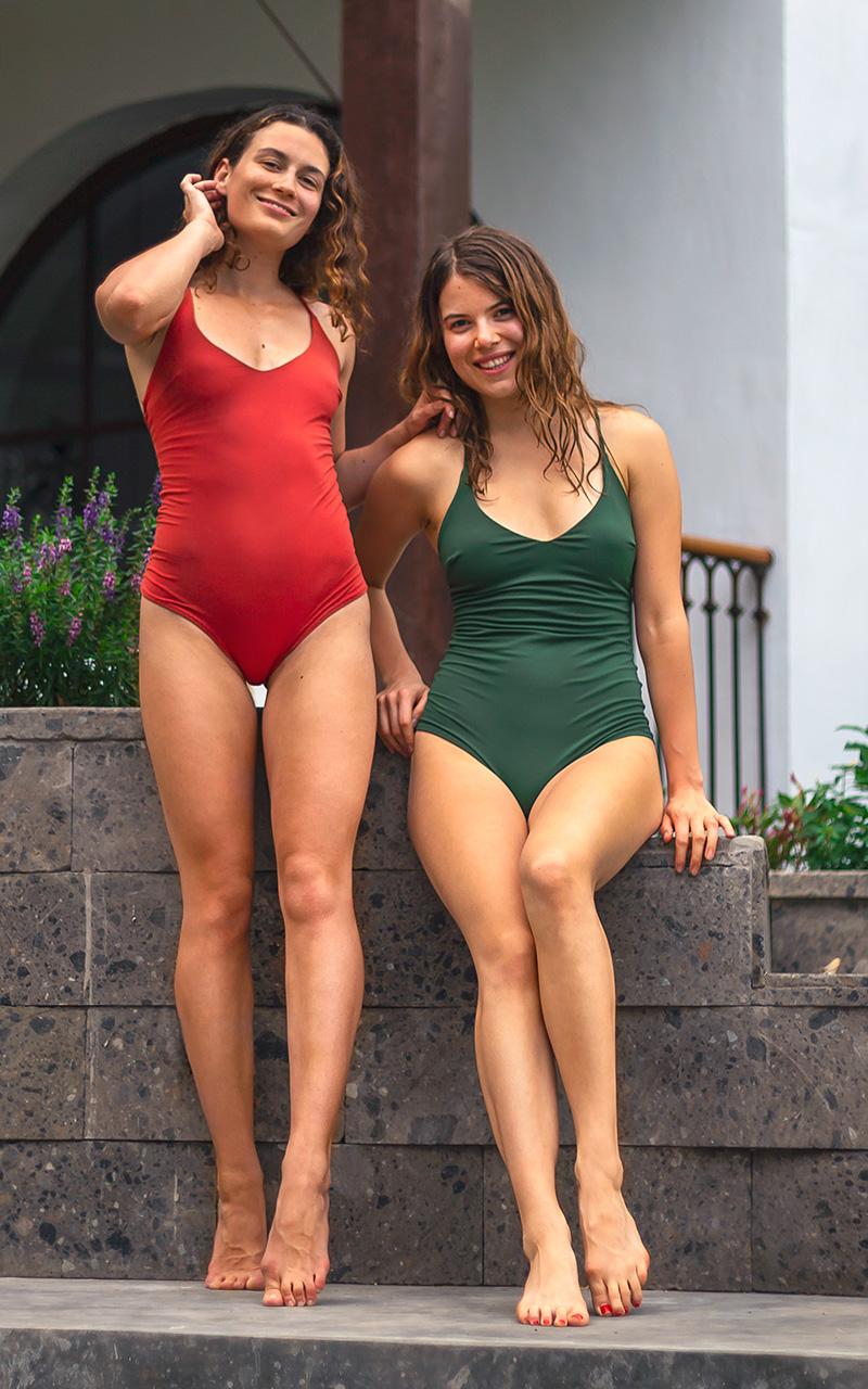 mollige jungs in bikinis