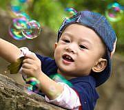 Kind Seifenblasen