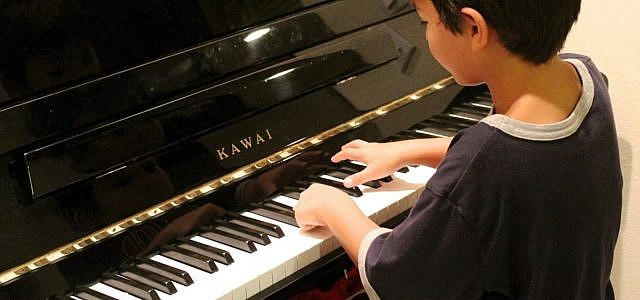 Kinder Musikinstrumente