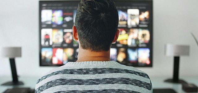 Binge Watching Serien Fernseher