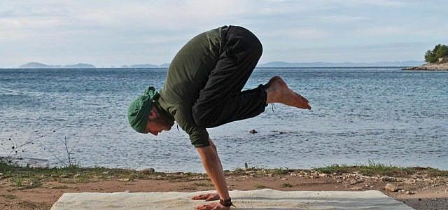 Yoga Krähe