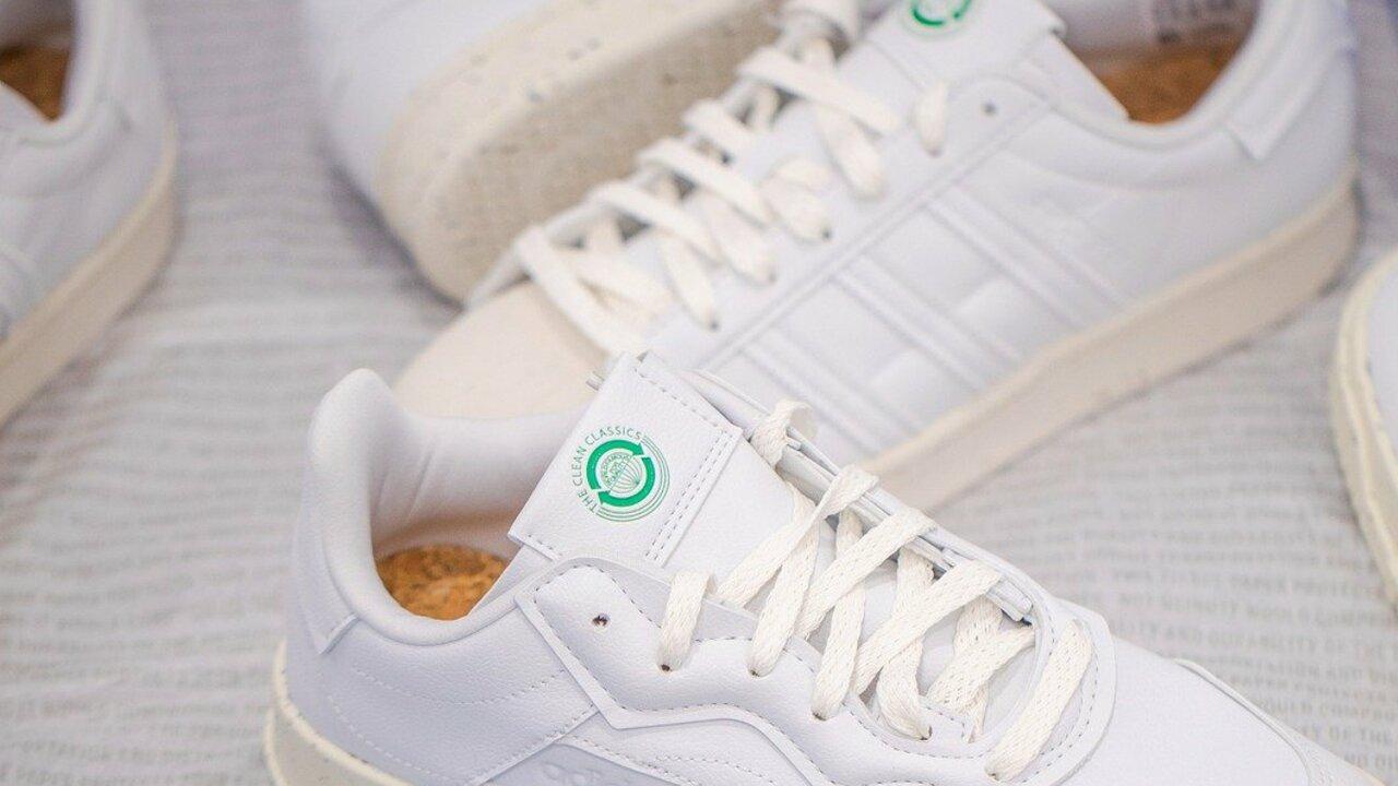 Weiße Sneaker reinigen: So klappt's